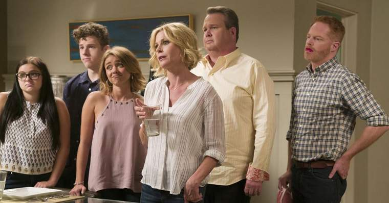Modern Family 15 Best Episodes Ranked - 2 - A Tale of Three Cities (Season 8, Episode 1)